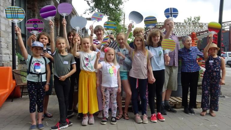 图4:若宫雅子利用软件教爱沙尼亚儿童制作纸扇