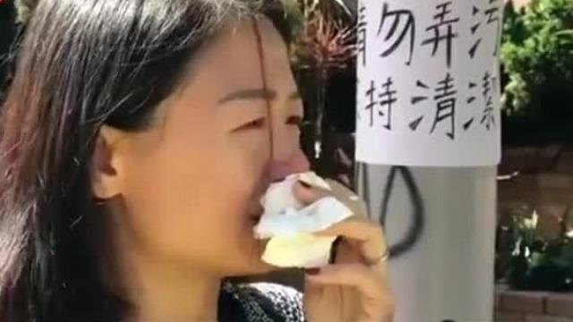 看到遭暴徒破坏的香港理工大学 市民痛哭