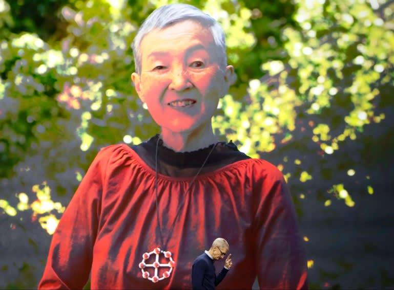 图2:库克在WWDC上介绍若宫雅子