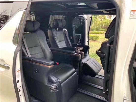 19款丰田埃尔法2.5L商务MPV顶配超奢华