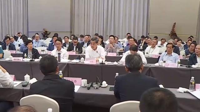 梁振英带考察团考察博鳌医疗产业 港委员建议发展干细胞