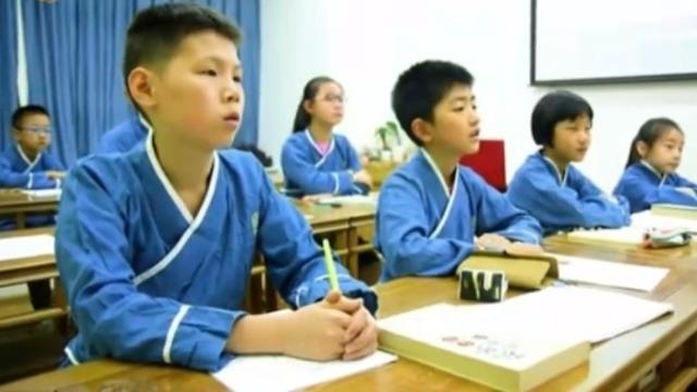作为一个英语老师 她为什么要让孩子上传统国学课?