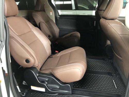 20款丰田塞纳3.5四驱顶配最新价格年末清仓