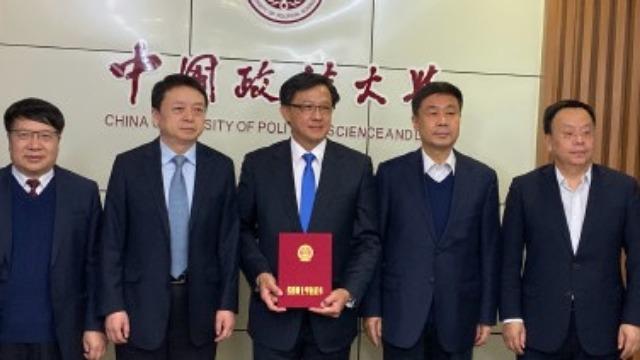 现场!何君尧获中国政法大学颁发名誉博士学位