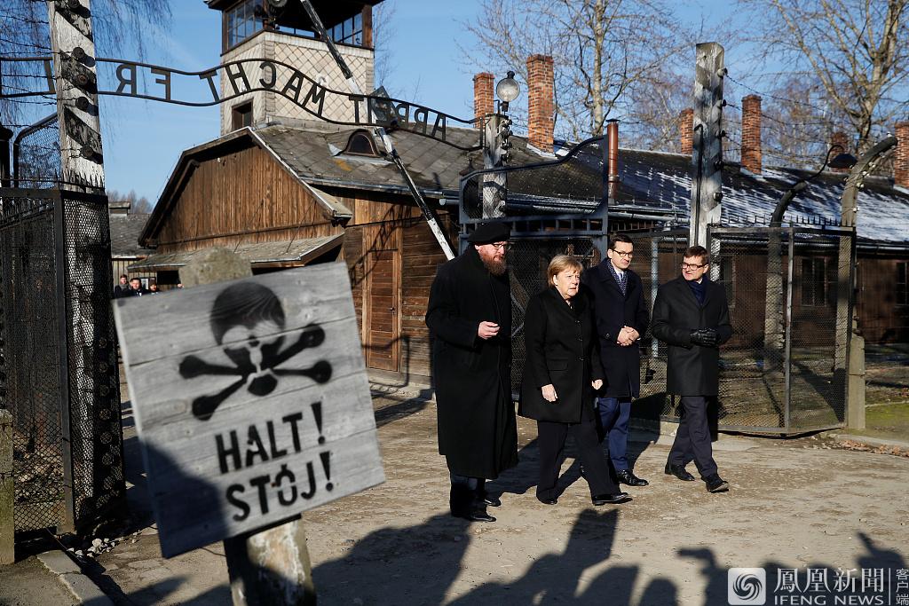 当地时间2019年12月5日,波兰奥斯维辛,德国总理默克尔和波兰总理马特乌什·莫拉维茨基访问奥斯维辛集中营。