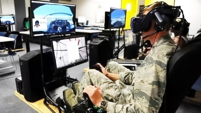 美国空军遭遇尴尬:想用AR训练飞行员 却绕不开中国制造