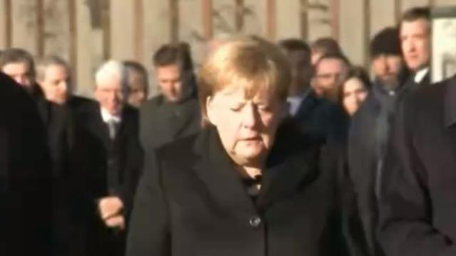 默克尔访问波兰最大纳粹集中营 称德国永远对大屠杀负责