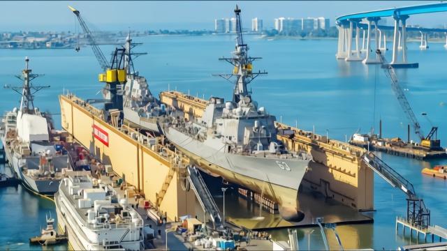 """美国船厂炫耀""""一坞双舰""""维护能力 用的却是中国造船坞"""
