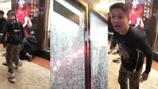 港警制服砸巴士男子遭暴徒挑衅 一句话霸气回怼