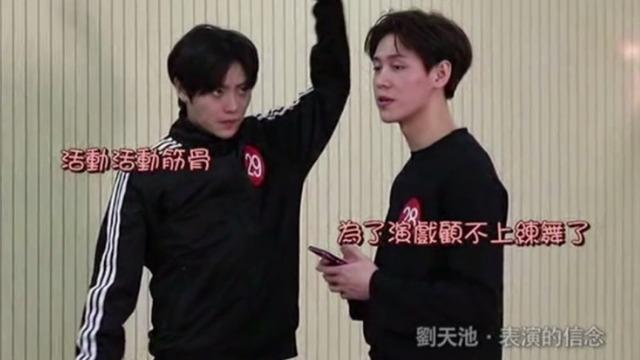 """美男子唱跳组合面试刘天池工作室 这段舞蹈太""""炸""""了!"""