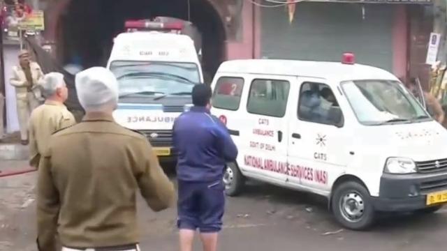 印度新德里工厂发生严重火灾 已造成43人死亡50人受伤