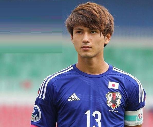 中国球迷酸了!一个日本球员,凭什么让欧冠冠军掏钱?