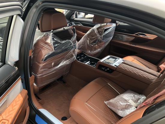 新款宝马M760仅有大排量V12落地多少钱