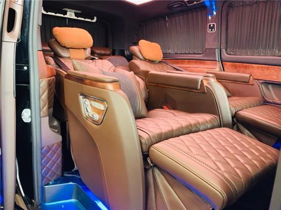 奔驰V250改装迈巴赫版商务车天际般闪耀动