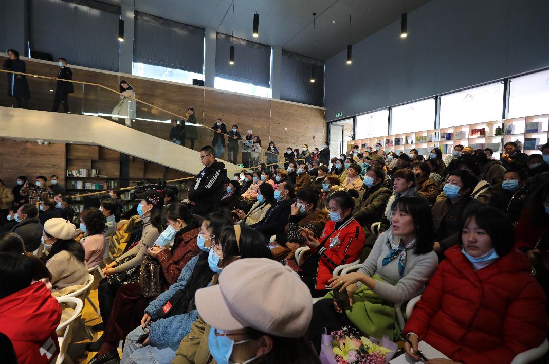 三宝名家大讲堂首场讲座开讲 蒙曼讲述诗和瓷的千年故事