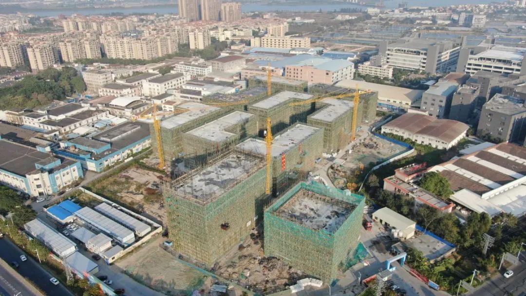 目前,一期项目(71亩)全部主体建筑已经封顶,招商去化面积已达100%,预计2021年5月交园。