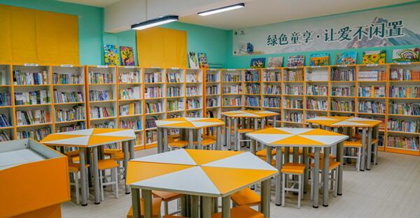 """▲ 新落成的""""绿动未来""""环保公益图书馆"""