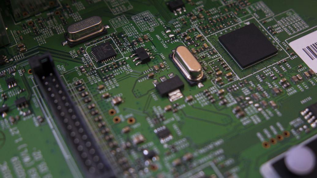 """人工智能热潮涌动 芯片产业信心十足打造""""中国芯"""""""