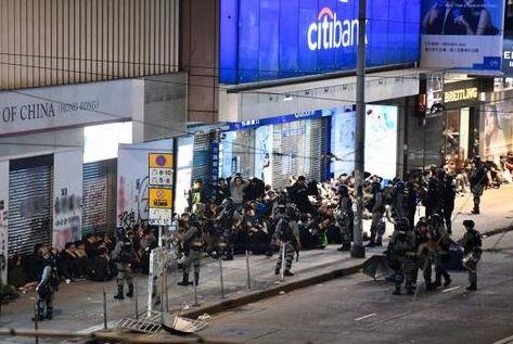 暴徒兒子被抓 香港媽媽:我絕對不保釋他