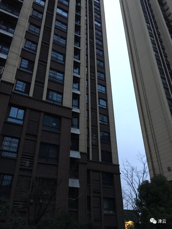 痛心!安徽2岁男童被亲妈从14楼扔下:事后半小时夫妻未下楼