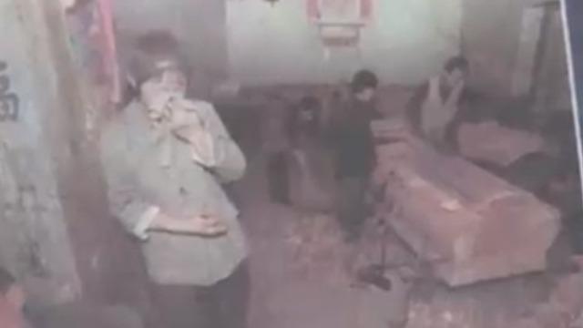 男子在高粉尘厂矿打工患尘肺病 已经给自己做好了寿棺!