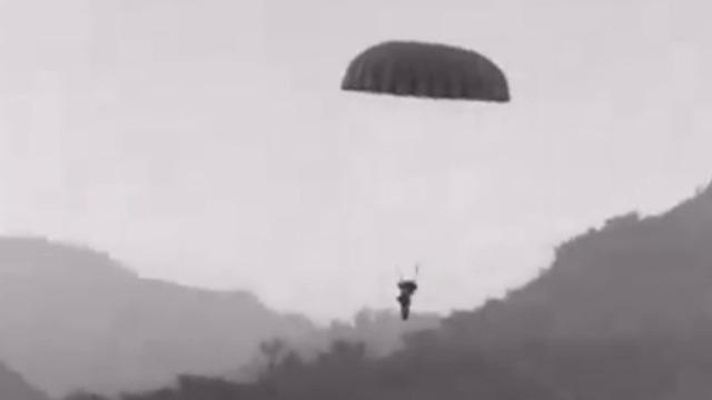 法军向奠边府空投援军和物资 却无法挽救当地军人的命运