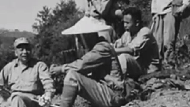 蒋经国率一万多名退役兵炸山筑路 期间他与工人同吃同住