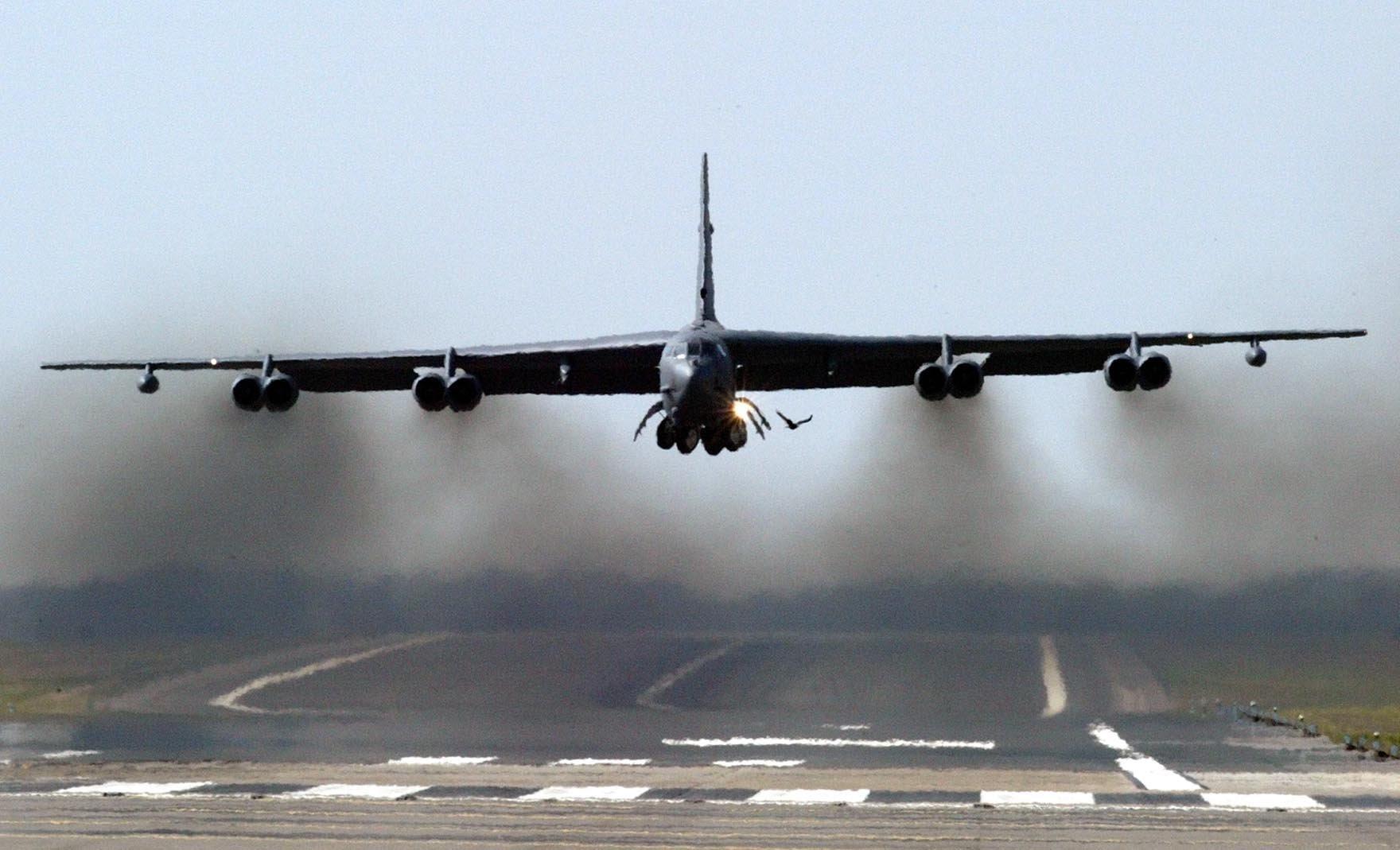美军B-52轰炸机不再装备核炸弹 战斗力反而大增?