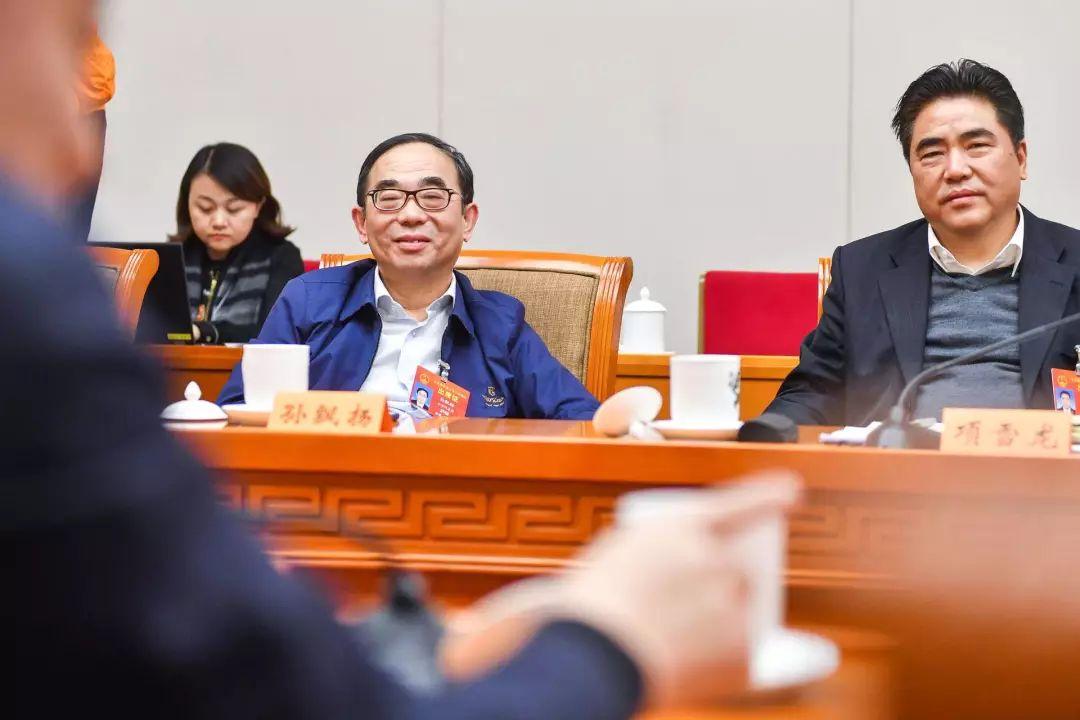 他身家赶超王健林家族财富一年涨千亿,公司不传女