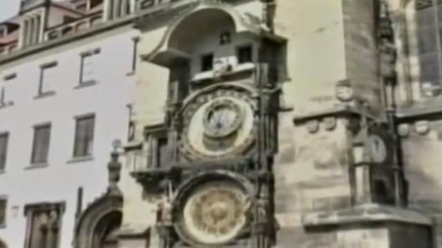 布拉格天文钟建于15世纪 斑驳的墙皮诉说着古老的历史