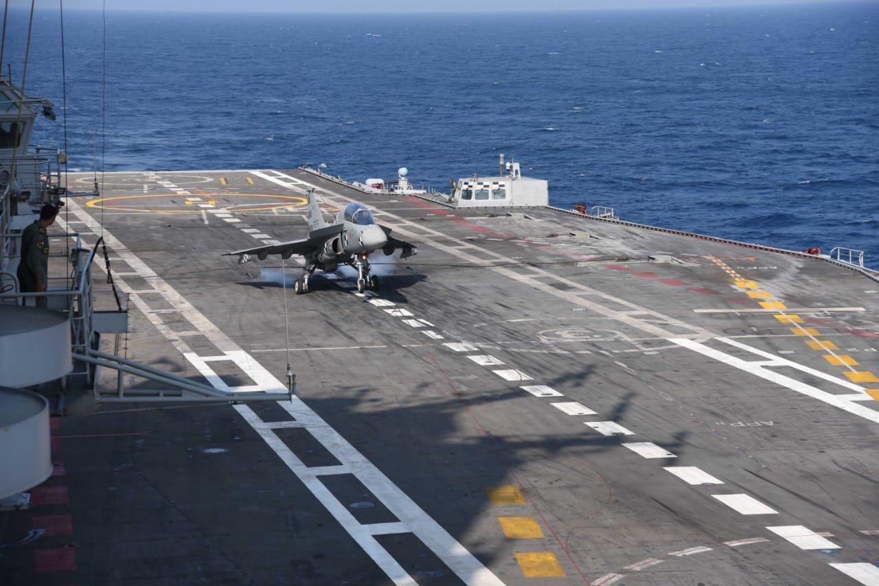 印度邦产战机初度乐成降降航母 现场绘里暴光