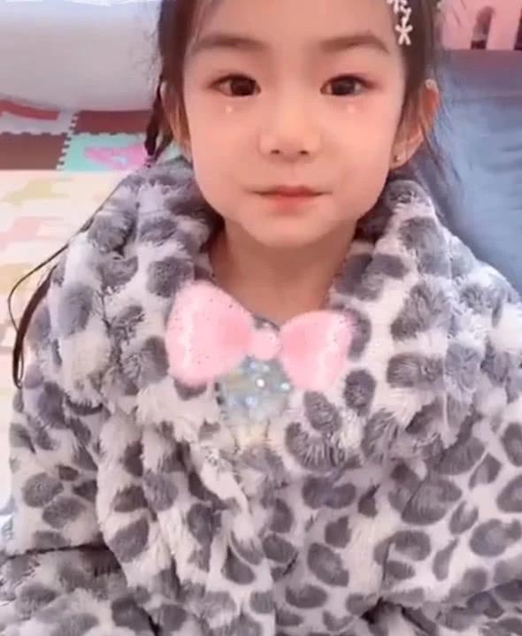 戚薇為5歲女兒慶生,曬Lucky拜年視頻送祝福