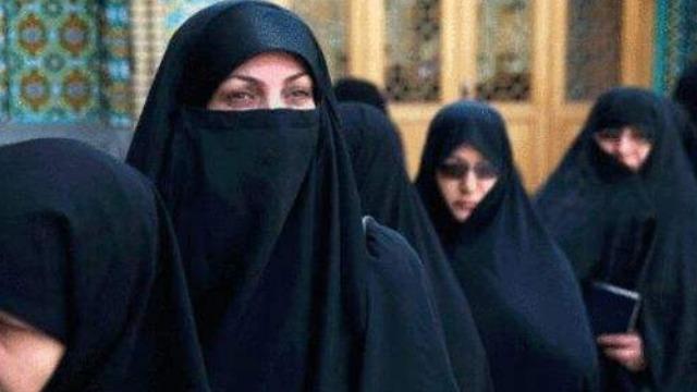 伊朗的女人为何要穿戴黑袍?一分钟告诉你