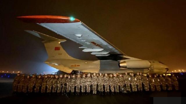 除夕夜,150名解放军医护人员包机飞武汉
