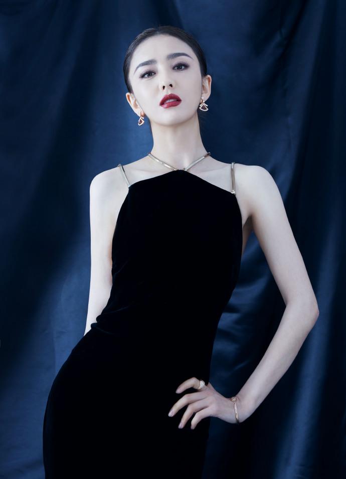佟丽娅黑裙露美背艳压全场