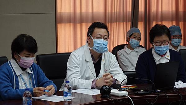 中山醫院援鄂醫療隊員前線入黨