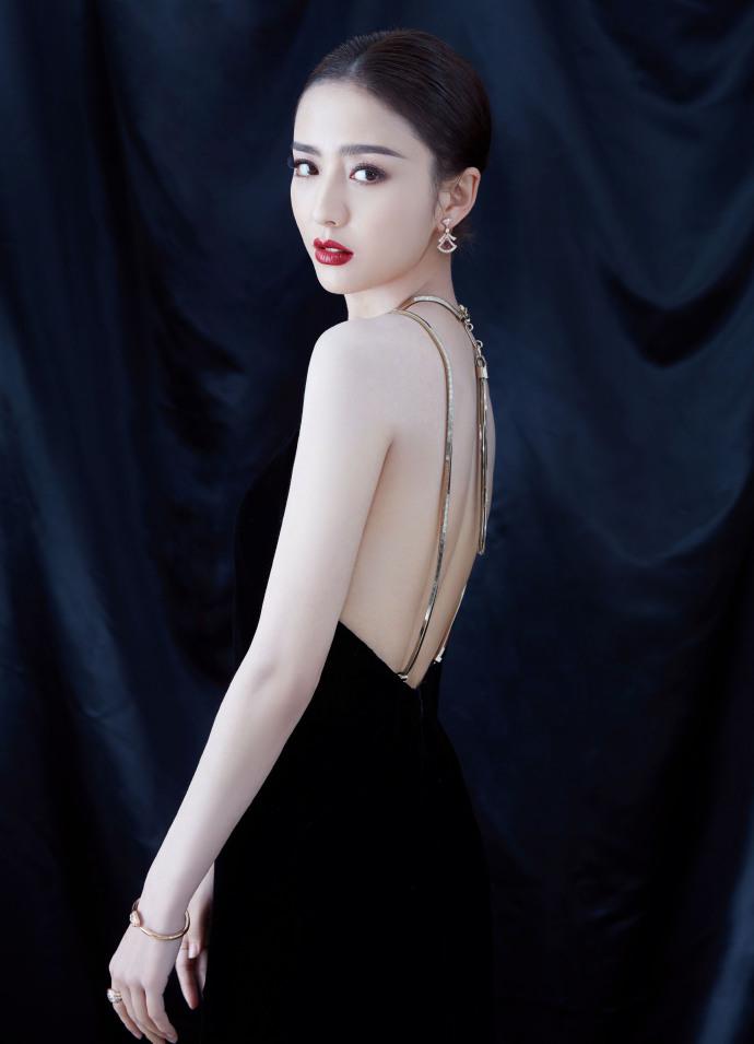 佟丽娅黑裙露美背艳压全场插图(1)