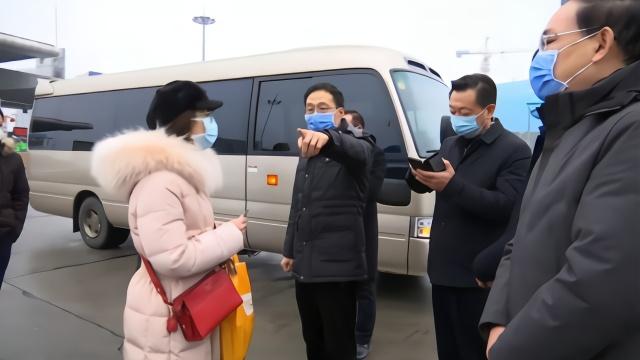 护士驰援武汉没有交通工具 荆州市长派车护送