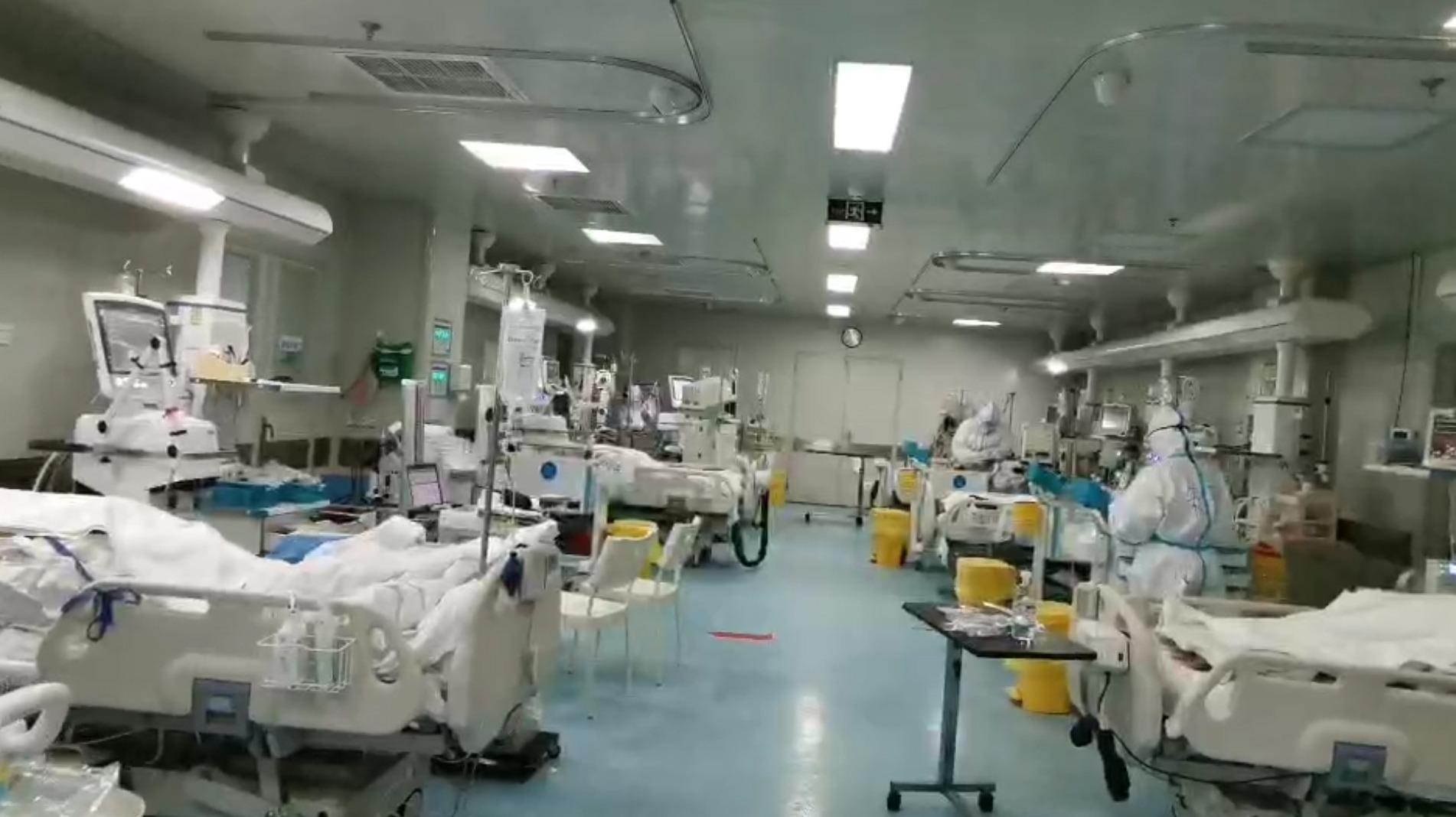 武汉重症监护室护士:护理一个肺炎病人需2-3小时