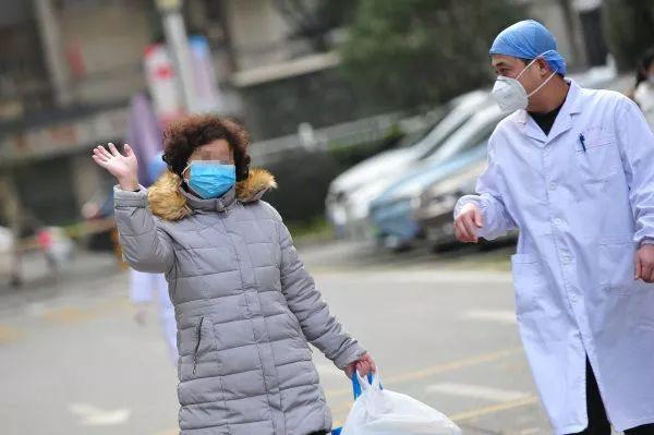 """泰國發病,武漢治愈!熬過""""生死22天"""",出院后她說……"""