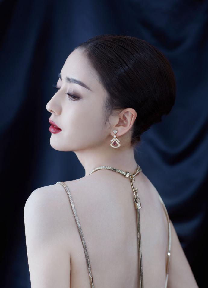 佟丽娅黑裙露美背艳压全场插图(2)