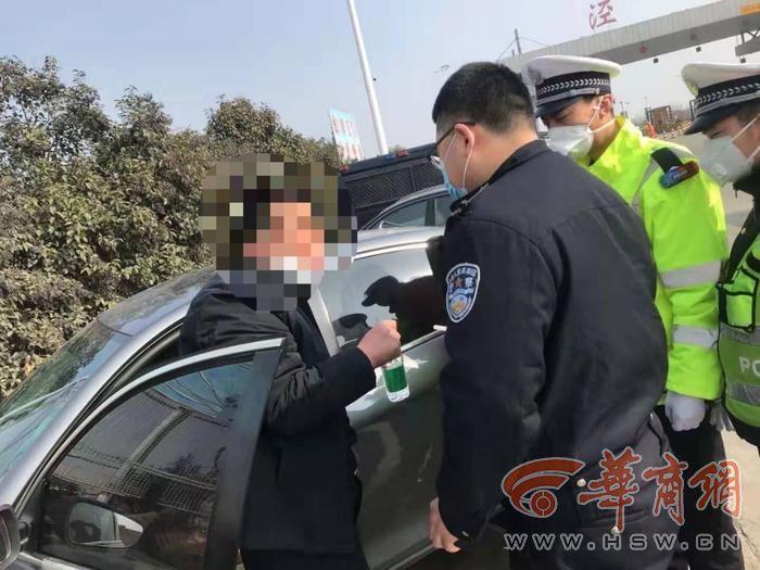 """男子怕感染病毒喝""""75度酒精""""开车_涉嫌酒驾被罚1000元!"""
