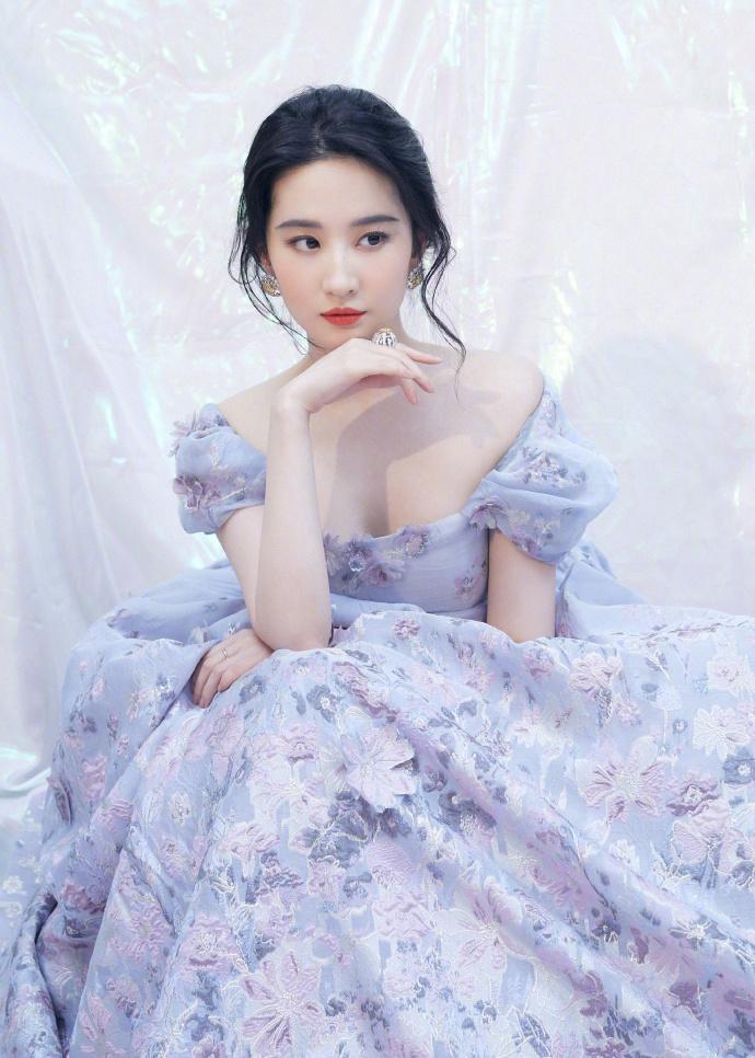 天仙姐姐发福明显,紫色公主裙化身人间富贵花插图(1)