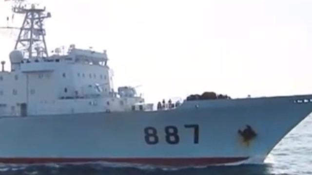中国海军开往海盗猖獗的索马里 执行首个远洋护航任务