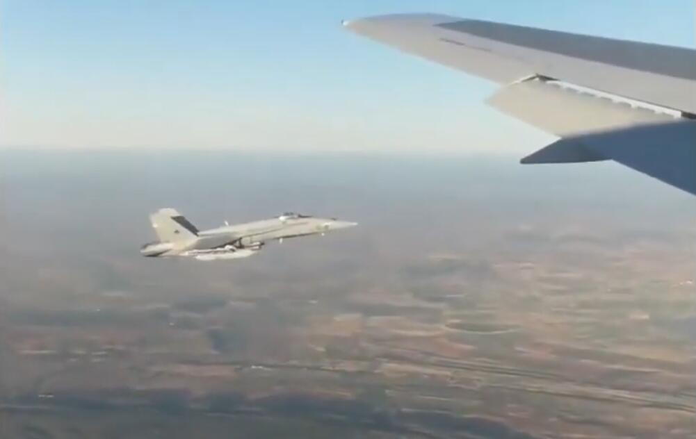 客机刚起飞就突发故障 军方派战斗机在空中贴近检查