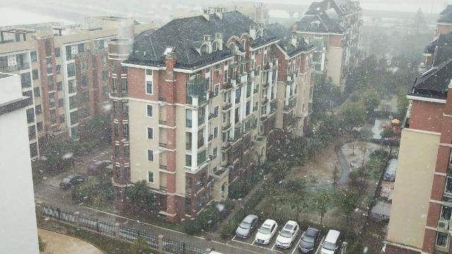 寒潮来袭 武汉飘起大雪