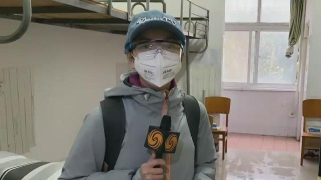 凤凰记者现场直击:武汉征用大学宿舍作隔离收治点