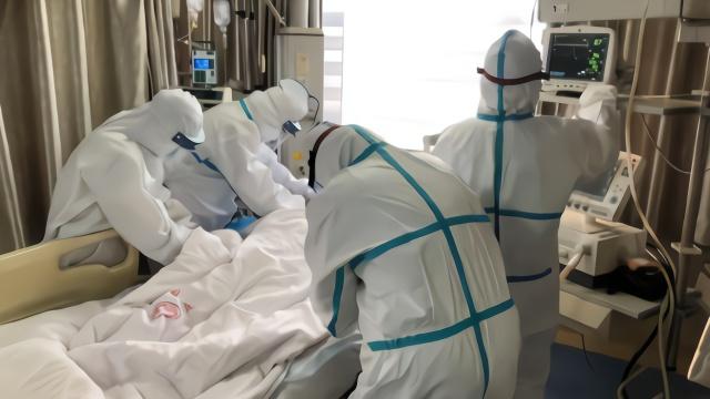 专家:疫情数据向好 达到拐点还需四个条件