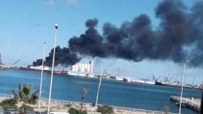 土耳其军火船刚到港口,大批炮弹就从天而降
