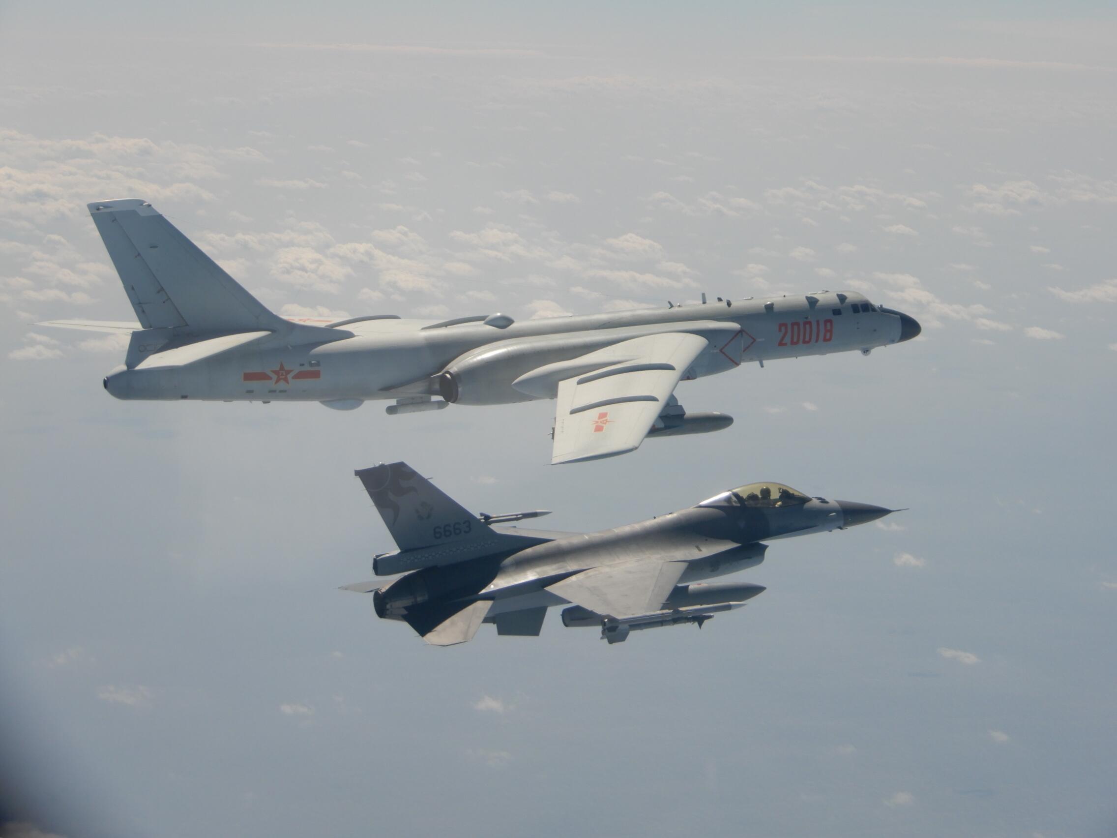大陆歼11锁定台湾F16?台军先否认后承认